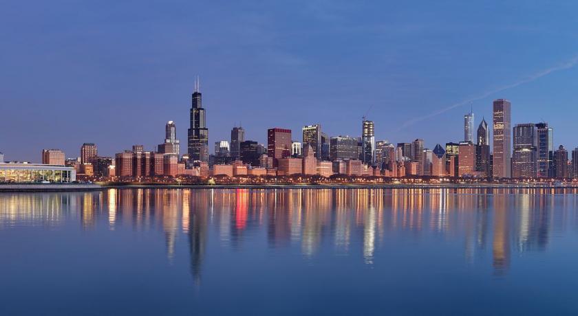 Chicago repose sur un soubassement rocheux datant du Silurien (entre 443,7 à 416 millions Village ainsi que des quartiers allemands, polonais, afro-américains et hispano-américains, qui nen sont pas très éloignés.
