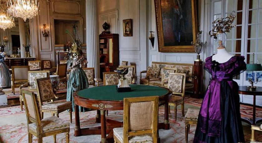 Daterend keizerlijk meubilair